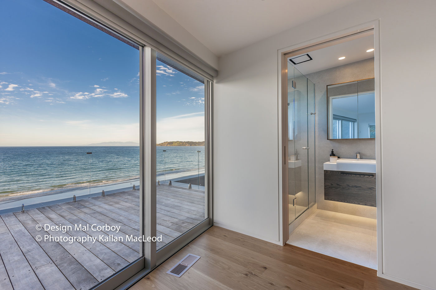 Onetangi Beach – Bathroom